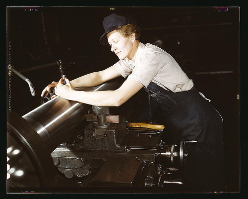 War production workers making M5 and M7 guns