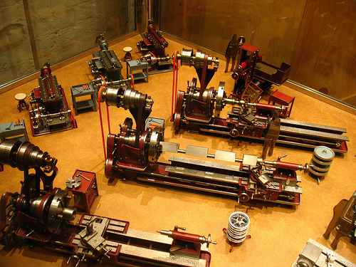Amazing small models of workshop machines