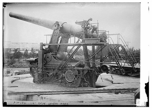 Aiming 14″ gun — Sandy Hook (LOC)